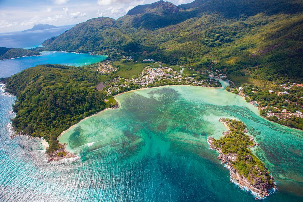Сейшельские острова распложены в Индийском океане, под самым экватором