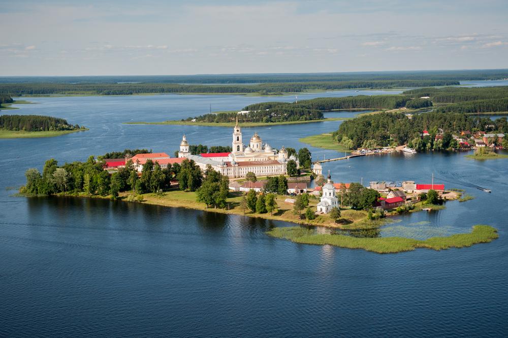 Где находится озеро Селигер - в какой области, на карте, базы отдыха. Сколько километров от Москвы?