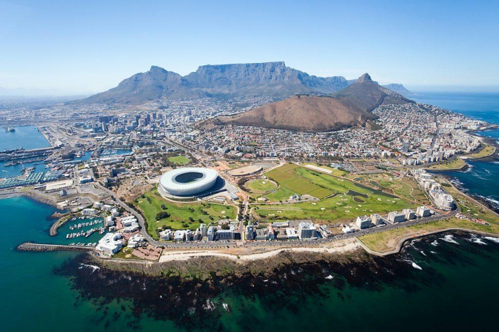 Где находится Кейптаун - на каком материке? В каком государстве?