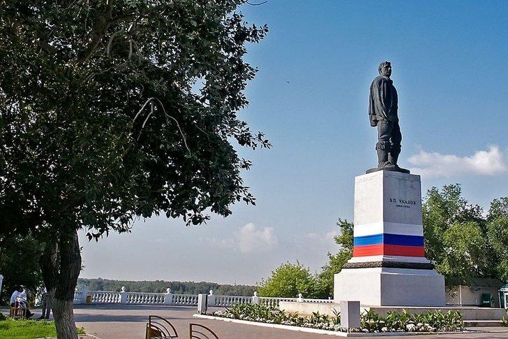 Монумент Чкалову