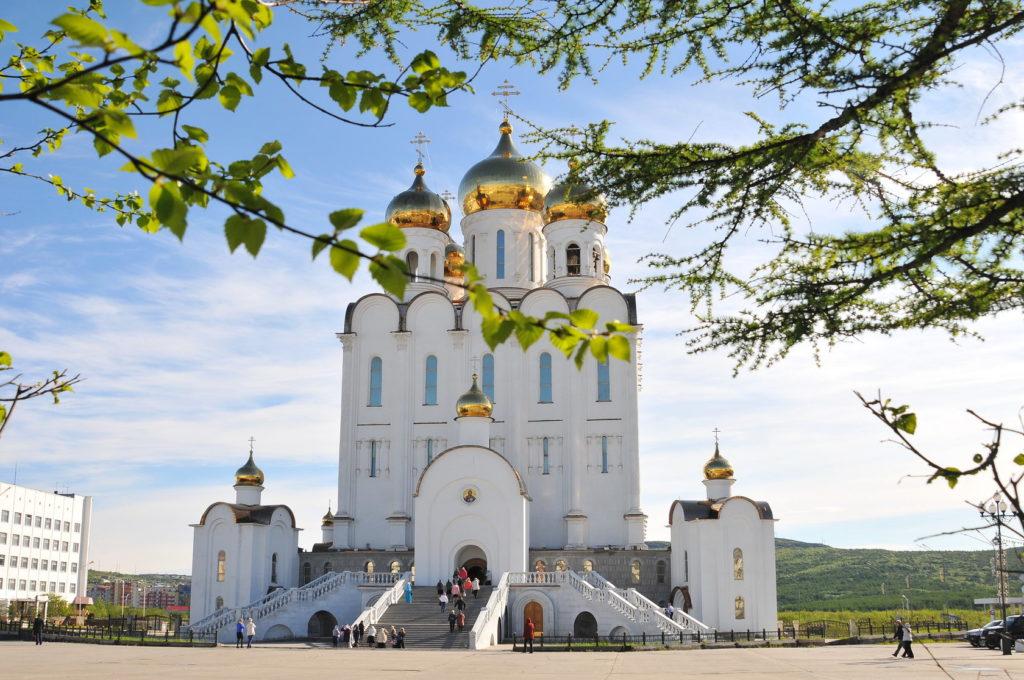 Где находится Магадан - на карте России? В какой области расположен город?
