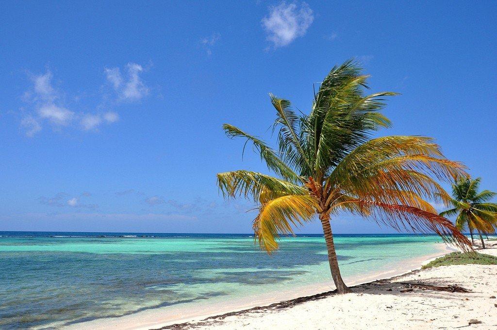 Где находится Карибское море на физической карте?