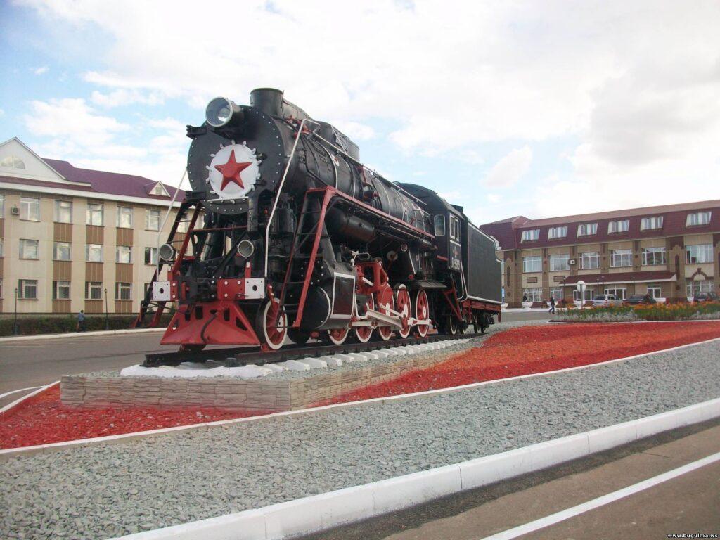 Памятник паровозу
